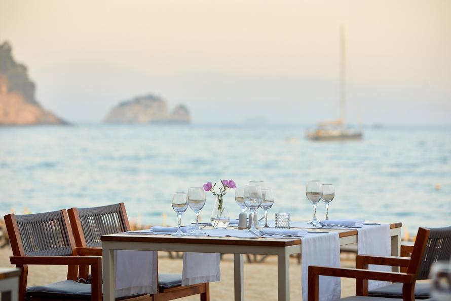 Parga Beach restaurant, late afternoon with sailingboat
