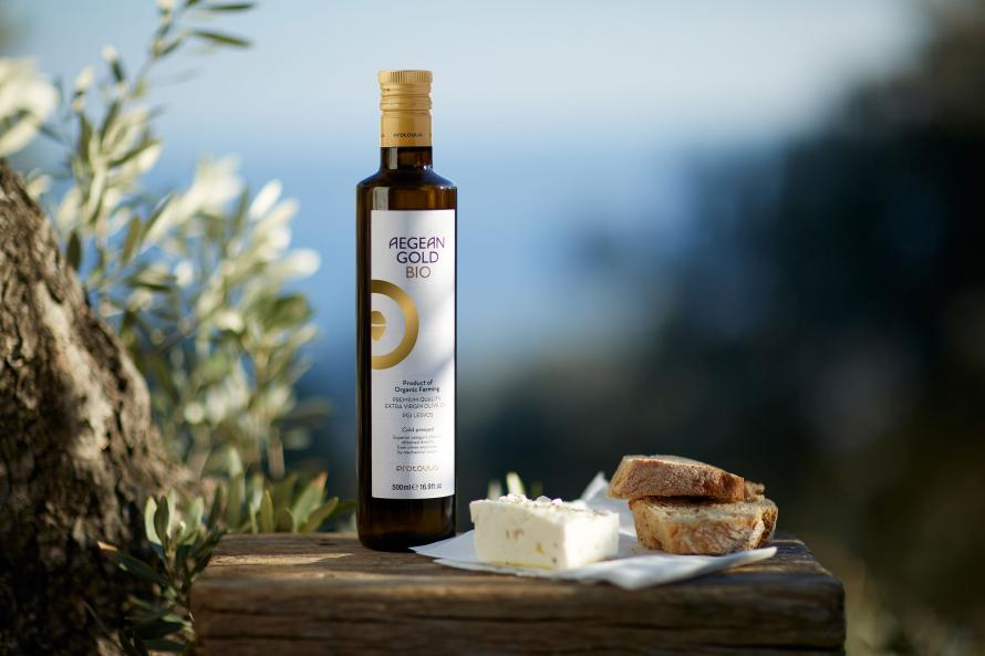 product shot Aegean Gold Bio olive oil outdoor